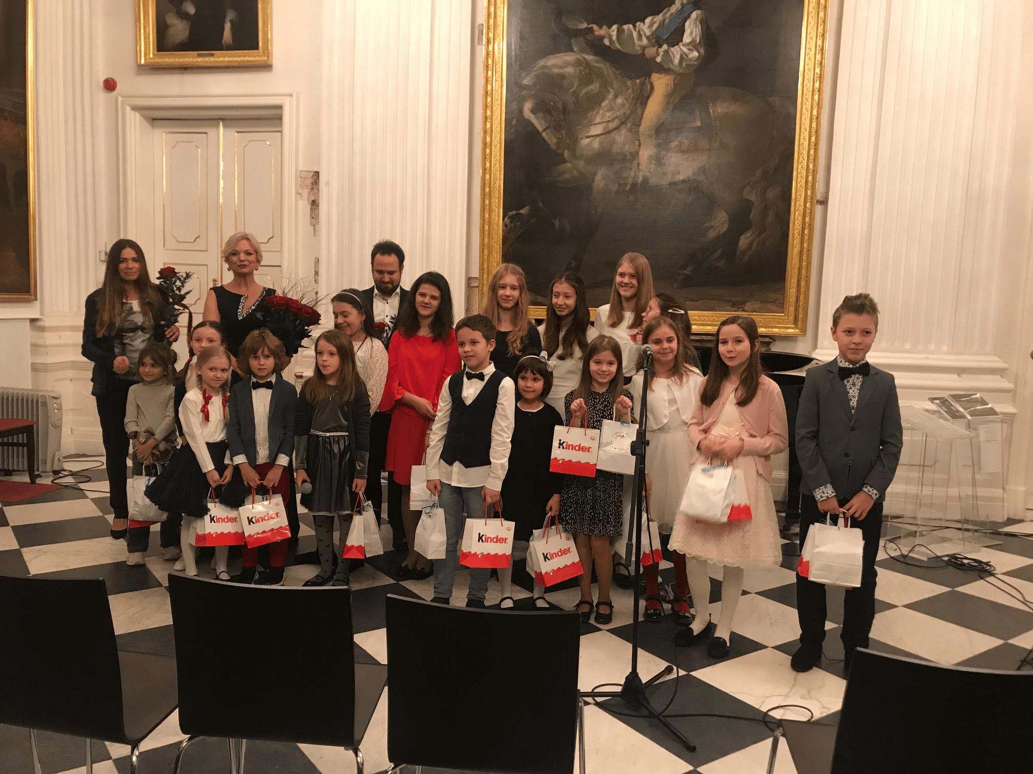 """Koncert kolędowy pt. """"Śpiewające Dzieci Wilanowa"""" odbył się w Muzeum Pałacu Króla Jana III w Wilanowie."""